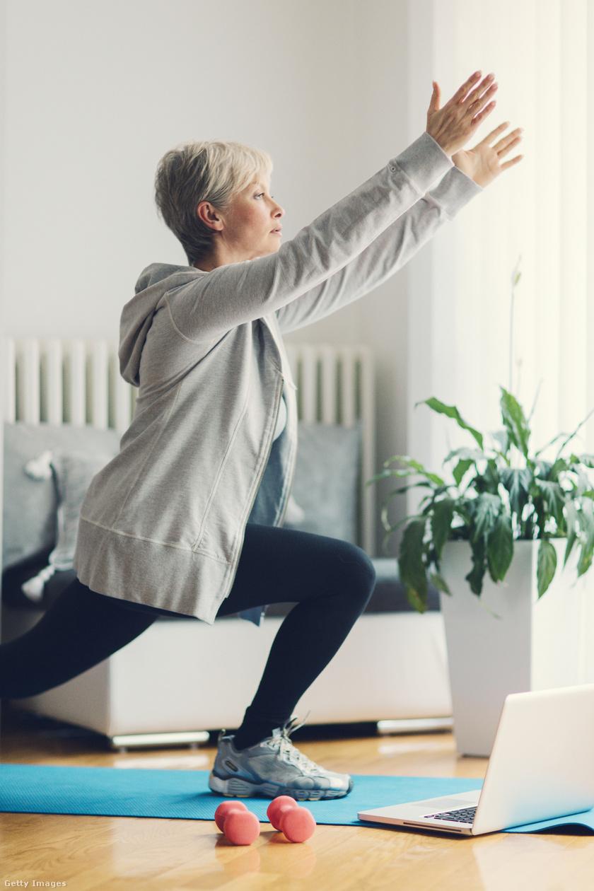 A jóga nemcsak kíméli az ízületeket, hanem már kialakult ízületi gyulladás esetén is segíthet enyhíteni a tüneteket, a fájdalmat. Emellett hatékonyan erősíti az izmokat, égeti a zsírt, javítja a testtartást és az egyensúlyérzéket is. Érdemes rendszeresen beiktatni napi 20 perc edzést, hogy fitt maradj.