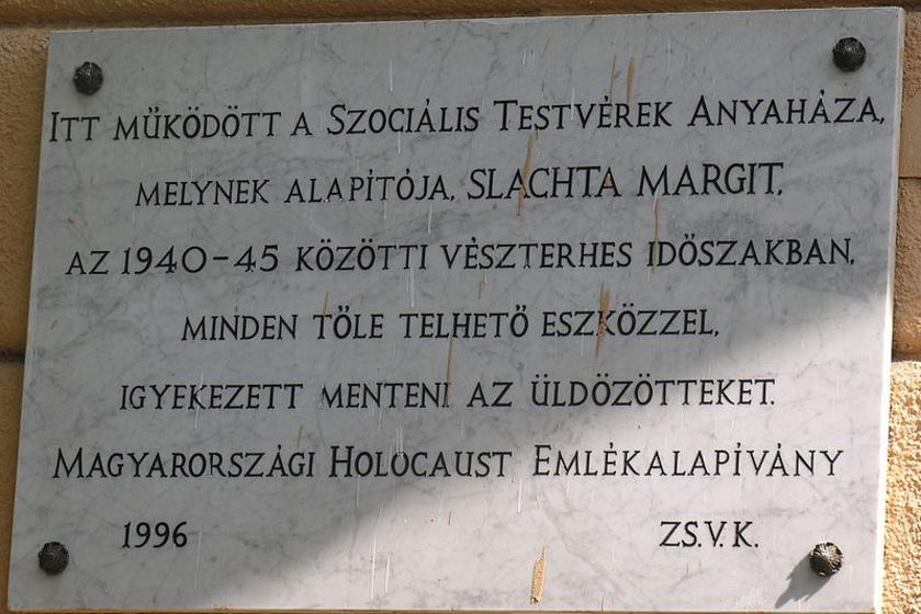 A Szociális Testvérek és Slachta Margit emléktáblája Budapesten, a Thököly út 69. szám alatt.