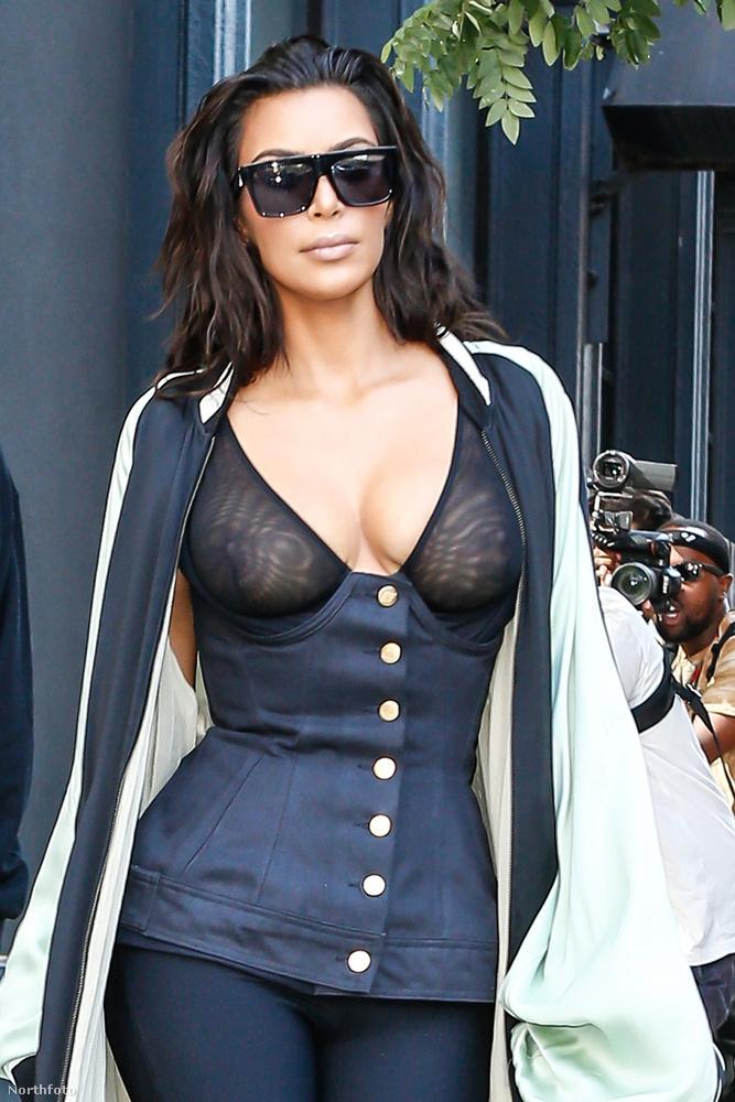Kim Kardashian sosem idegenkedett a bevállalósabb szettektől, és többször előfordult, hogy többet villantott a lesifotósoknak, mint amire azok számítottak