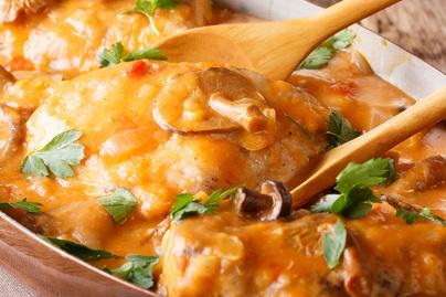 Szaftos csirkecomb, ahogy a franciák készítik: paradicsomos ragu koronázza meg