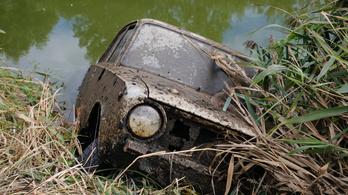Több mint húsz éve ellopott Ladát húztak ki a Zala folyóból