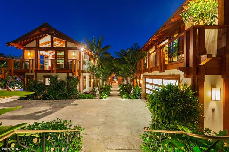 A 68 éves színész a Thaiföld által inspirált dupla házat 85 millió euróért (29,5 milliárd forintért) kínálta eladásra