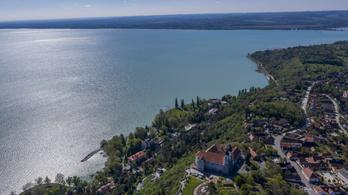 Vízi körmenetet rendeznek a Balatonon