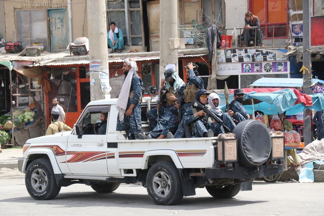 A tálibok járőröznek Afganisztán fővárosában, Kabulban 2021. szeptember 1-jén