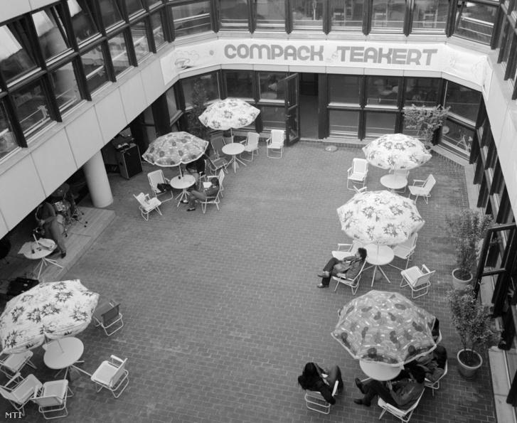 Az Almássy téri Szabadidőközpont belső udvara 1983. május 27-én