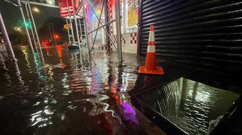 Katasztrófa sújtotta állam lett New York, megkértek mindenkit, hogy ne menjenek az utcára
