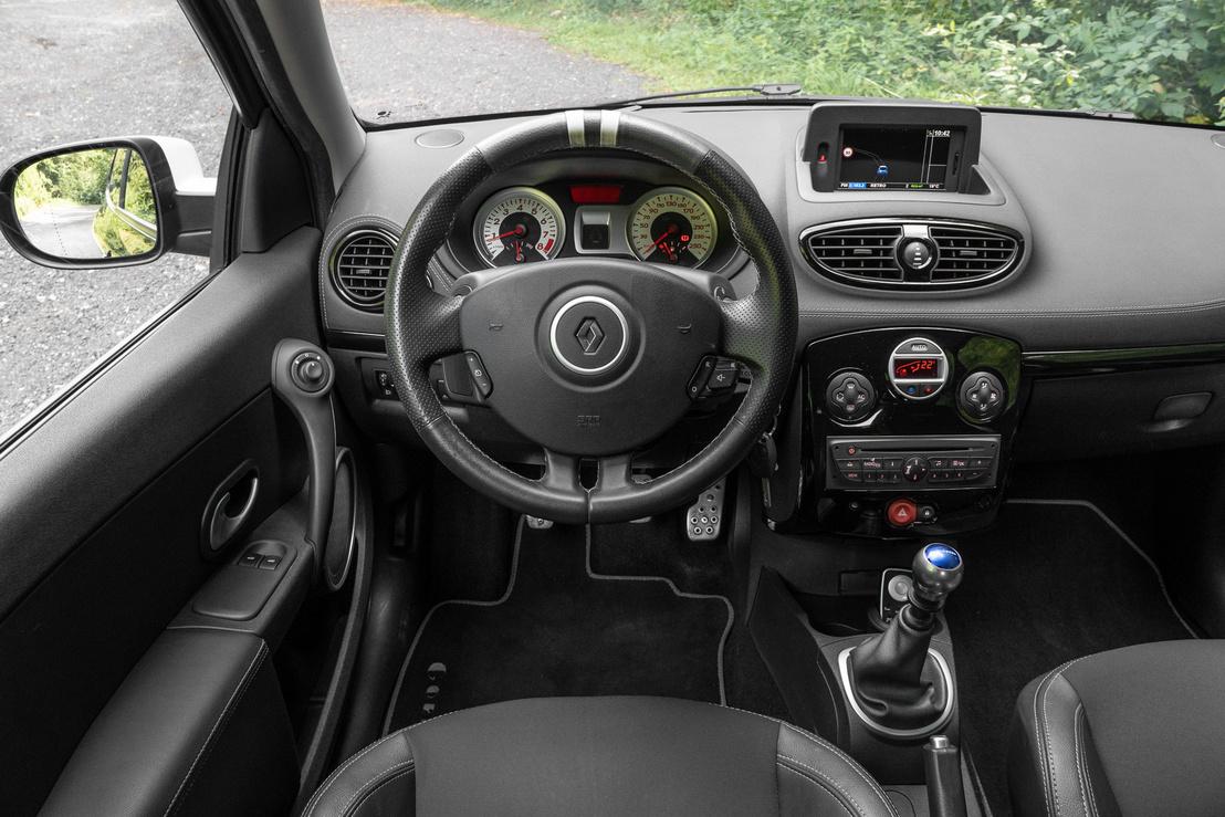 Jól felszerelt ez a Gordini, a navigációt távirányító vezérli