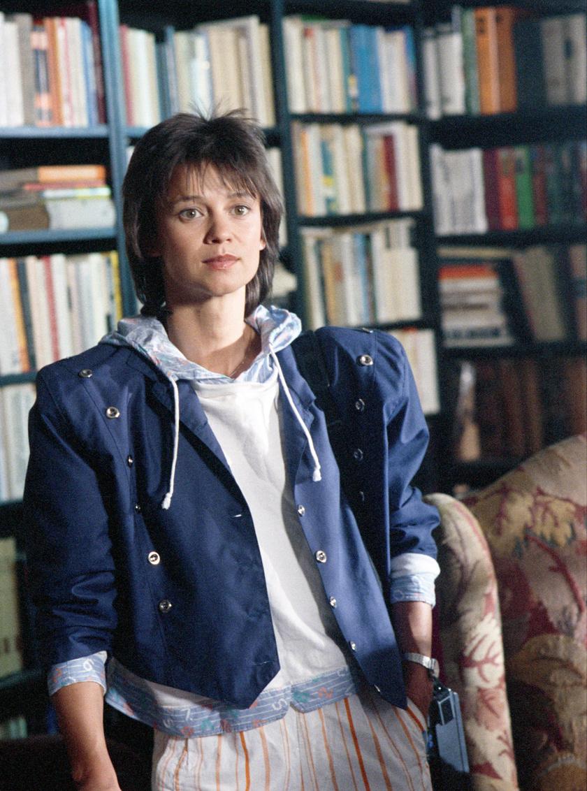 A címszereplő Görbe Nóra színésznő a Linda című tévésorozat egyik epizódjának forgatásán 1988 májusában.