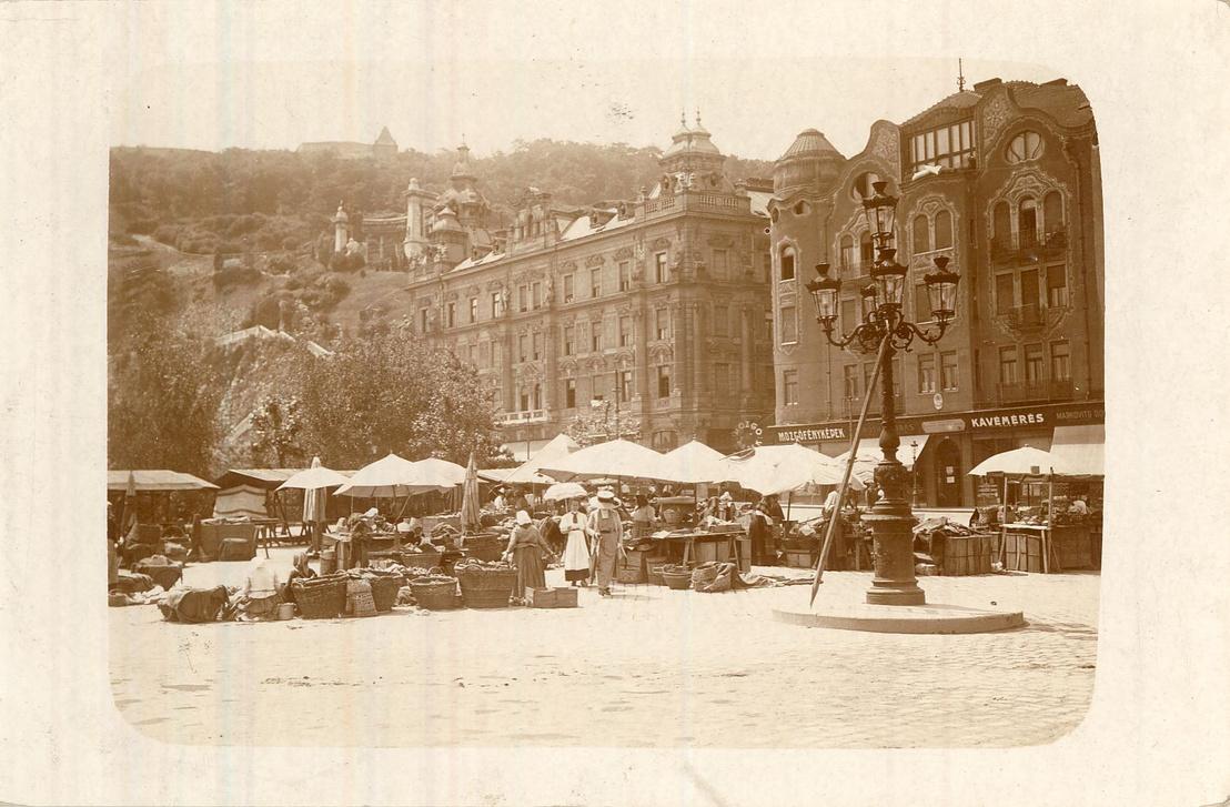 A Döbrentei tér egykori nyugati palotasora 1911-ben. A térsor utolsó épülete, közvetlenül a Gellért-szobor alatt a Geist-bérpalota