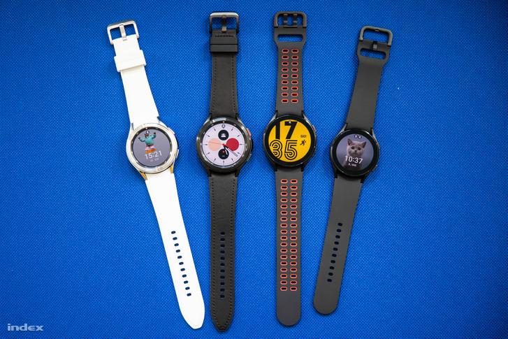 Balról jobbra: Galaxy Watch 4 Classic 42 és 46 milliméteres tokozással, majd Galaxy Watch 4 44 és 40 milliméteres tokozással. A forgatható lünettát a normál Watch 4-ben egy érintésérzékeny felület helyettesíti