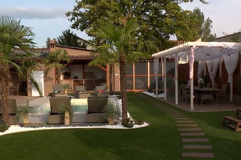 Bódi Csabi 2016 óta várja, hogy elkészüljön a földi paradicsomot idéző kert, amelynek közepén óriási pálmafákkal szegélyezett medence terül el.