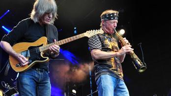 Mike Stern és Bill Evans zenekara ad koncertet Pécsen