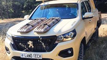 Katonai járműveknek ad alapot a Peugeot pickupja és az elektromos furgonja