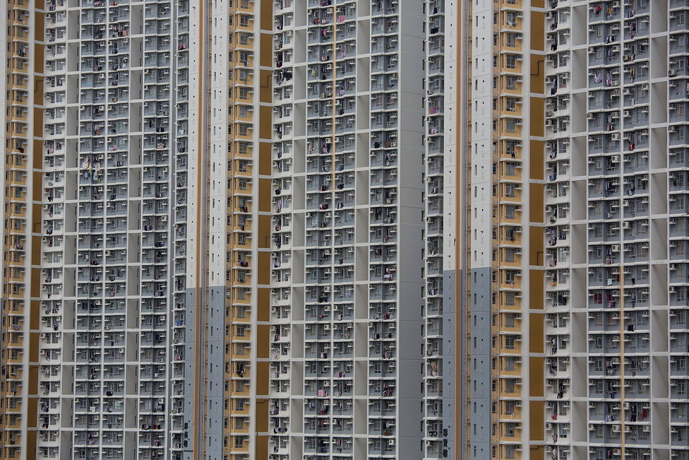 Ven Csia-pao, leköszönt kínai miniszterelnök, még megígérte, hogy idén 4,7 millió olyan állami lakás készül el, amelyeket a szegényebb városi lakosoknak szánnak, de további 6,3 millió építését kezdik el.