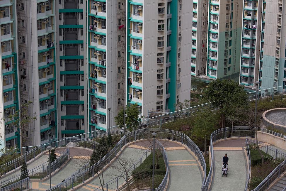 A 2010 novemberéig felvett népszámlálás adatai                          szerint 1 339 724 852 kínai élt, tíz év alatt 73 899 804-gyel nőtt a számuk. Ez egy évtized alatt 5,84 százalékos növekedést jelentett, évente pedig 0,57 százalékkal nő a népesség.