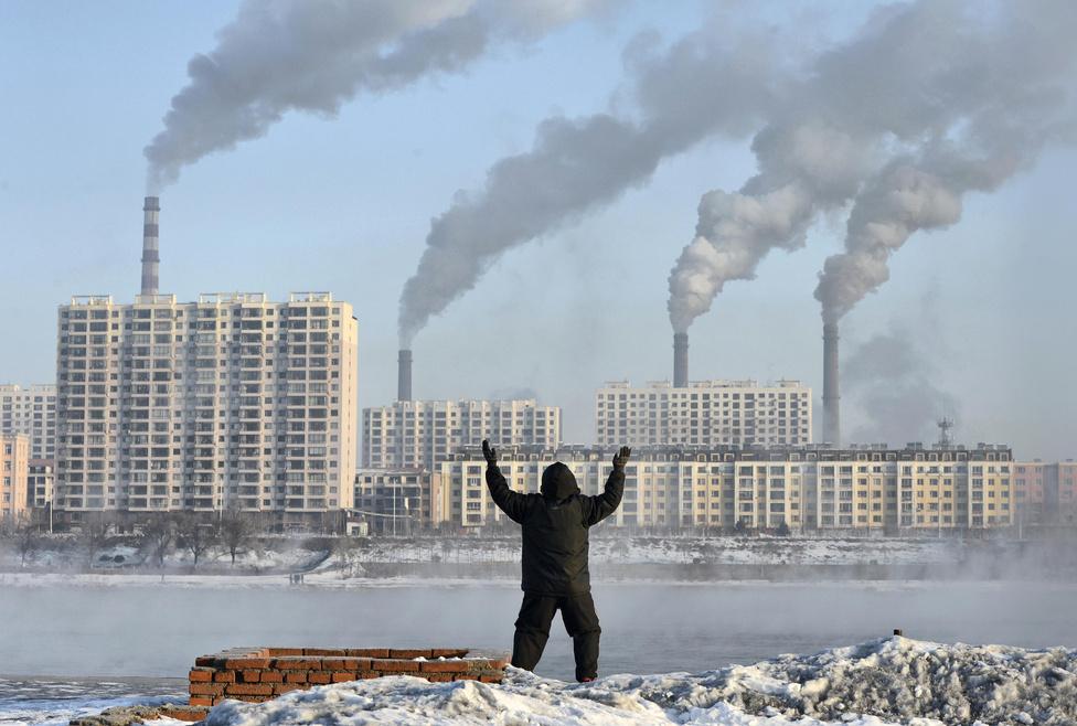 A Világbank előrejelzése szerint 2030-ra a kínai társadalom 70 százaléka városokban él majd, 2025-re pedig 225 olyan város lesz, amelynek egymilliónál is több lakosa lesz. A városok növekvő energia- és erőforrásigényét kiszolgáló erőművek sokat hozzátesznek a városok levegőjét élhetetlenné tevő szmog kialakulásához.