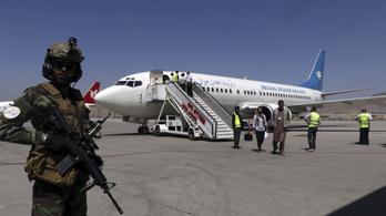 Újranyitották a kabuli repülőteret a belföldi járatok előtt