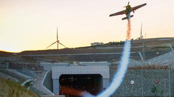 Repülési világrekordot döntött Besenyei Péter tanítványa