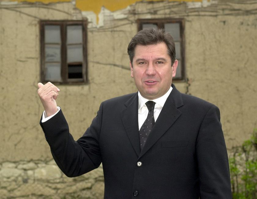 Dömsödi Gábor 2003 tavaszán, amikor Bokoron időközi polgármester-választást tartottak.