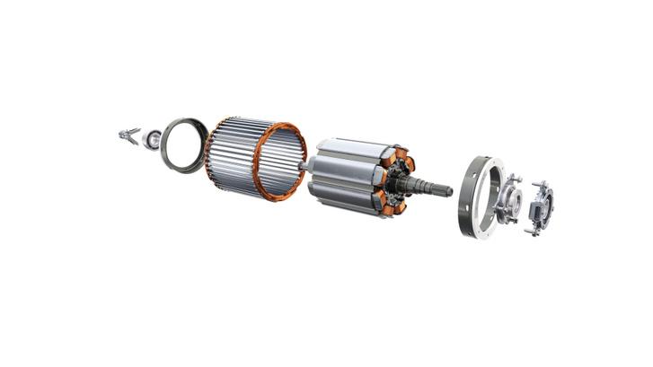 Teljesen új a nyolcpólusú, külső gerjesztésű, olajhűtésű szinkronmotor. 96 vagy 160 kW-os lehet