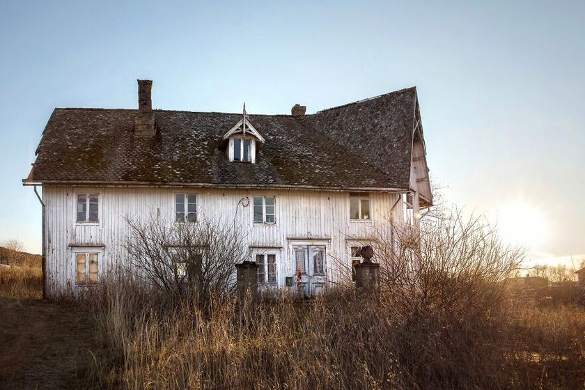 A szobalányok között, akiket Sedrup felbérelt a ház körüli munkára, volt egy Petra nevű lány. Az 1920-as évek elején érkezett, és nem sokkal később beleszeretett Sedrup egyik fiába, Leidulfba. Végül Petra és Leidulf összeházasodtak, és saját családot alapítottak.