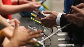 Jönnek a hét évig támogatott mobilok?