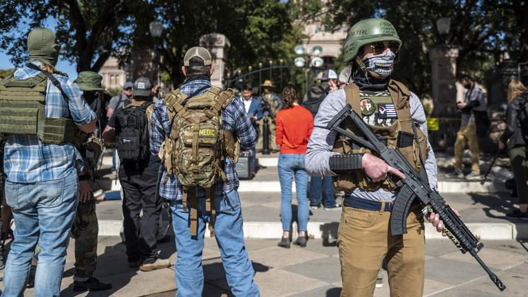 Engedélyezték a nyílt fegyverviselést, több lett az erőszak