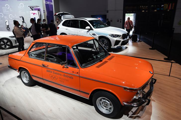 Egy rég elfeledett elektromos BMW koncepció, mögötte pedig az immár valósággá váló hidrogén hajtotta X5