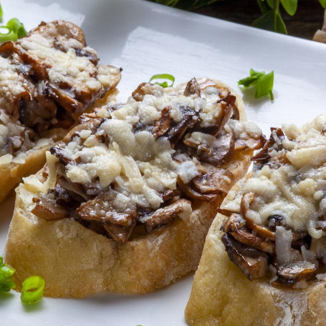 Isteni bruschetta gombával és mozzarellával sütve – Az eredeti változat izgalmasabb köntösben