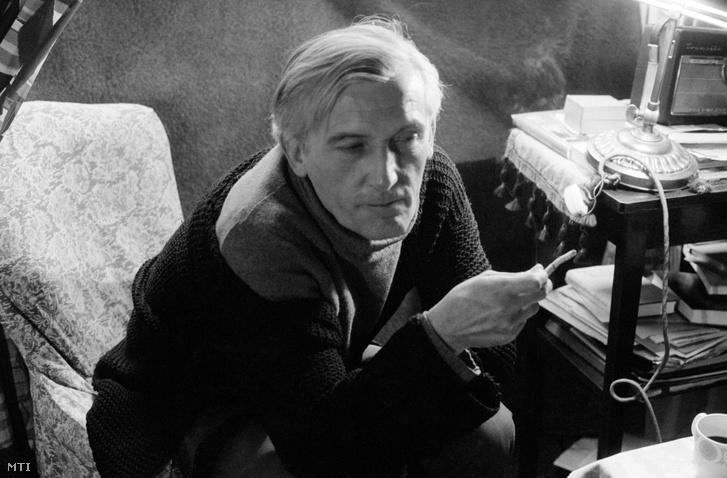 Pilinszky János költő budapesti otthonában 1980. március 1-jén