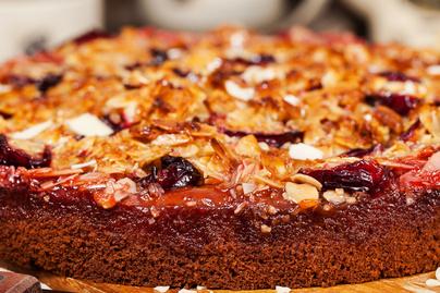 Francia mandulás-szilvás sütemény: pihe-puha a vajas tészta