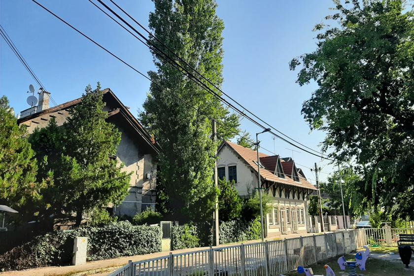A Kőbányai úti MÁV-telep, azaz a Jancsi-telep az 1873-ban leégett Kőbányai úti kocsigyár helyén épült fel. A közeli járműjavítóban az 1800-as évek végén egyre többen dolgoztak, a lakhatási problémákat enyhítendő a MÁV takaros, 1-2 emeletes házakból álló kolóniát alakított ki.
