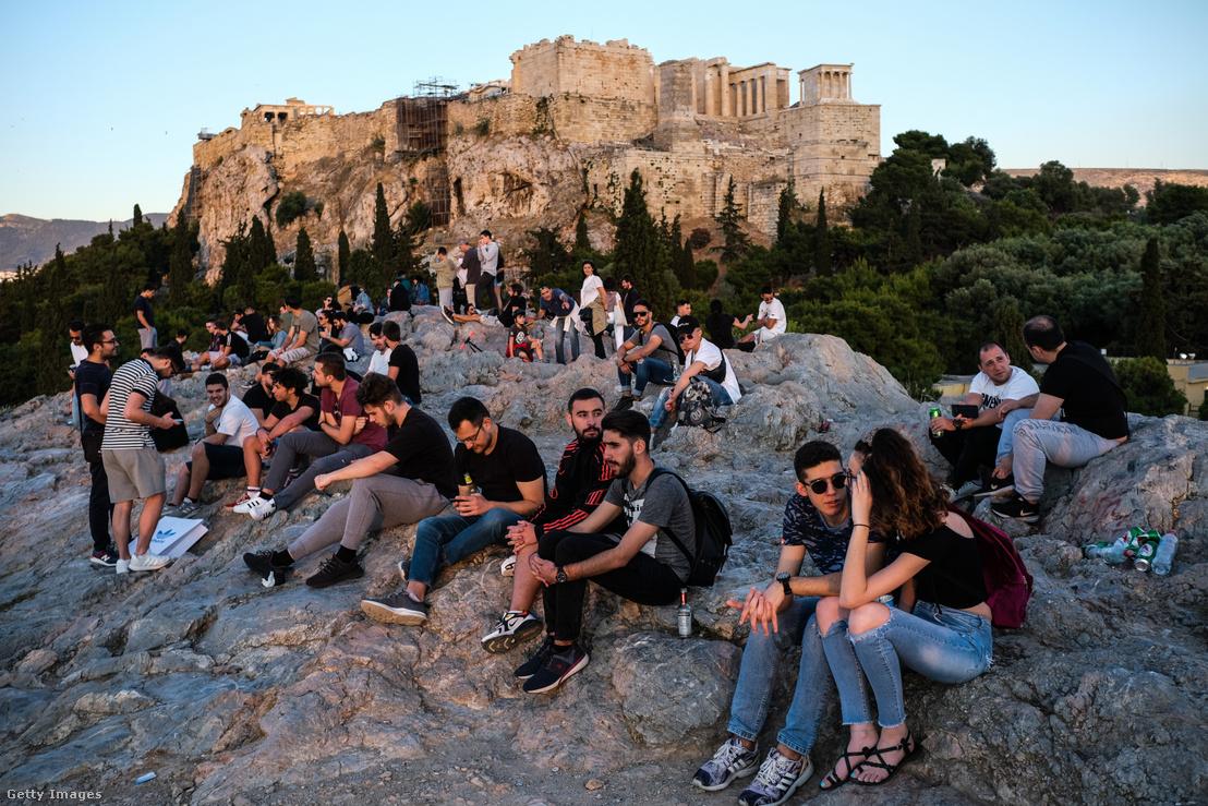 Turisták Athénban 2020. május 23-án