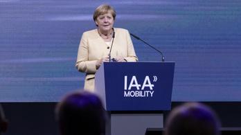 Merkel Münchenben: az autóipar a megoldás része a klímaváltozás elleni küzdelemben