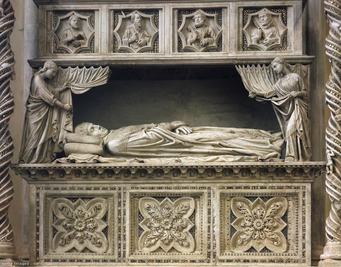 XI. Benedek pápa márvány síremléke