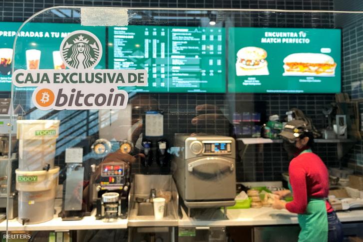 Starbucks kávézó Salvadorban, ahol elfogadják a bitcoint fizetőeszközként