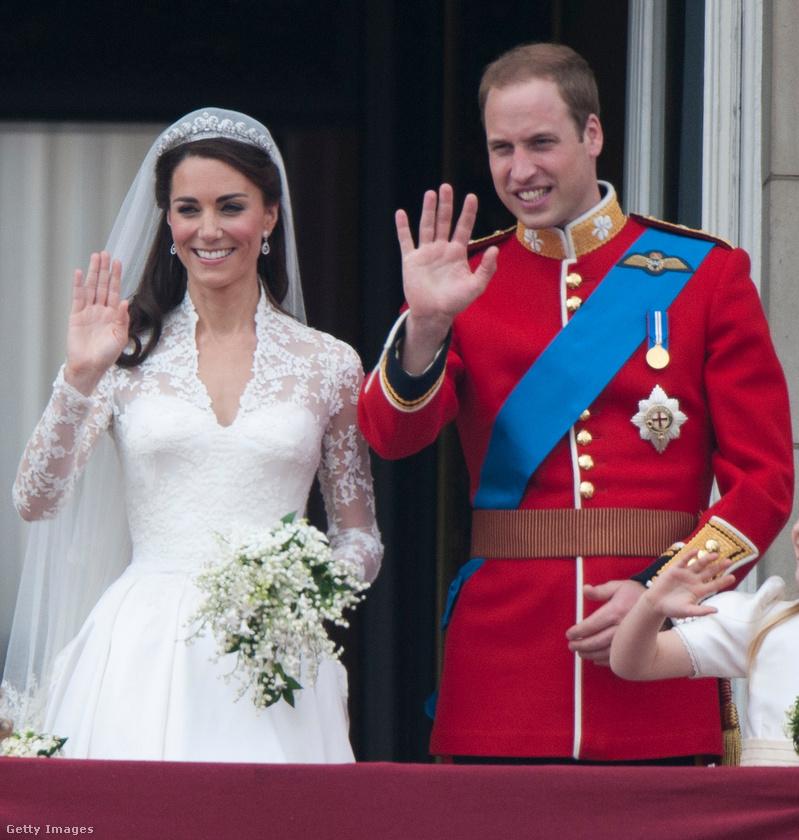 A brit királyi család tagjai ismertek fényűző esküvői ceremóniáikról: Vilmos cambridge-i herceg és Katalin menyegzője megközelítőleg 34 millió dollárba (10 milliárd forintba) került
