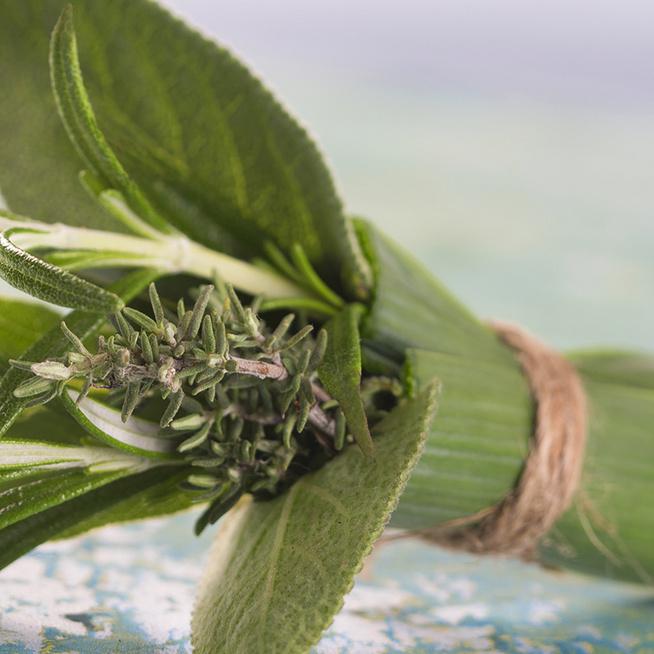 Készíts csokrot friss zöldfűszerekből: minden ételt megkoronáz a bouquet garni