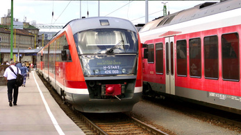 Hétfőtől több vasútvonalon is előre kell jelezni a leszállási szándékot