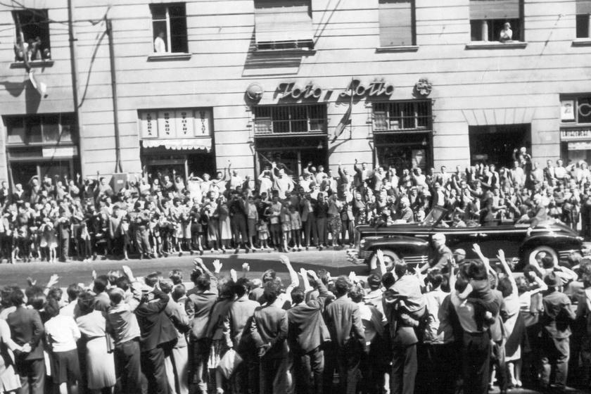 Gagarin fogadása az Üllői úton.