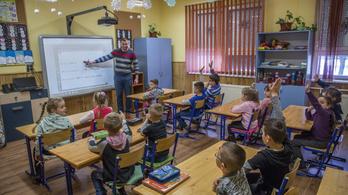 Mintha valami baj lenne, magyar nemzettudatra akarják nevelni a pályakezdő tanárokat