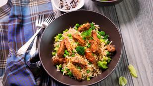 Thai sült rizs bazsalikommal és csirkével