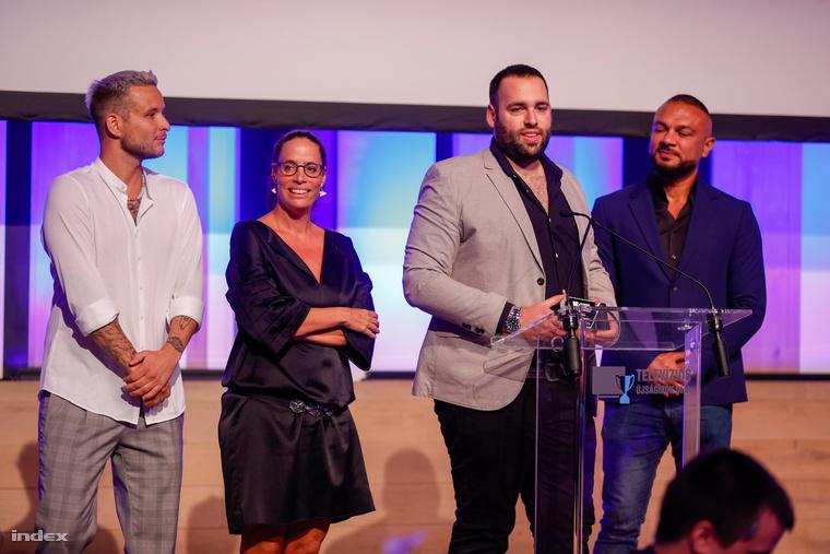 Kezdjük a nagyszabású show-műsor kategória győzteseivel, az RTL Klubon futó Álarcos énekes csapatával