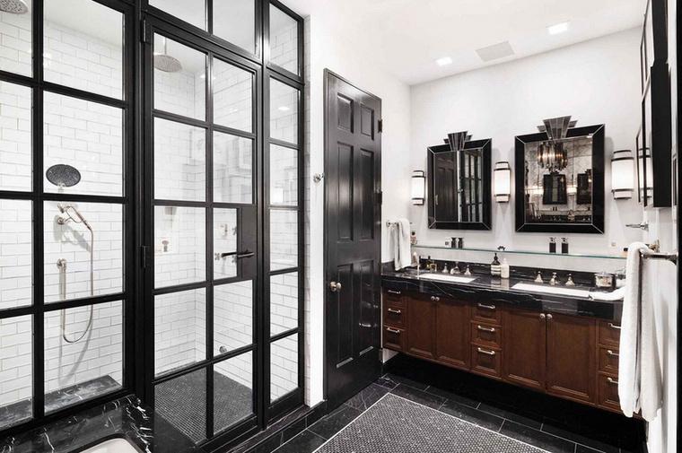 Négy hálószoba és négy fürdőszoba található Harrisék otthonában.