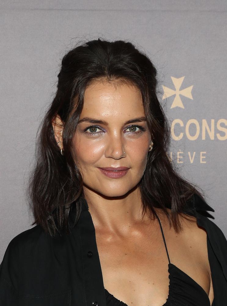 A 42 éves Katie Holmes New Yorkba látogatott, hogy tiszteletét tegye egy  svájci luxuskaróra márka üzletnyitóján
