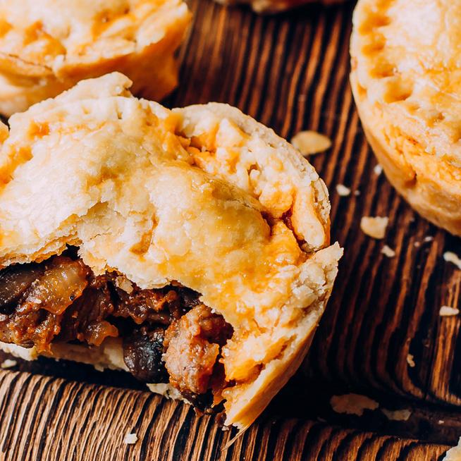 Mini pite húsos raguval töltve: leveles tésztával is mennyei lesz