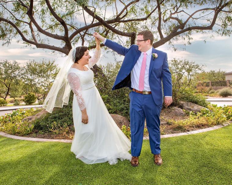 Applegate-ék egyébként tavaly novemberben kötötték össze életüket és azóta boldog házasságban élnek.