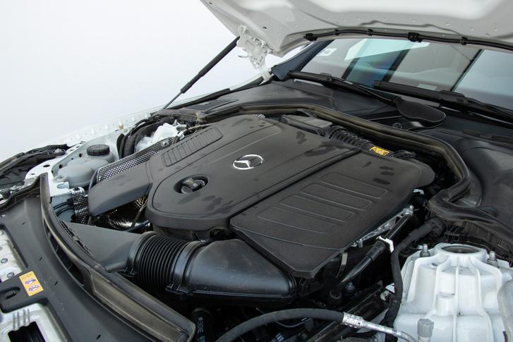 2,0 literes, négyhengeres turbómotor 258 lóerővel és mild hybrid rendszerrel