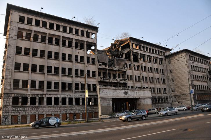 A lebombázott belgrádi Védelmi Minisztérium épülete 2015. március 23-án