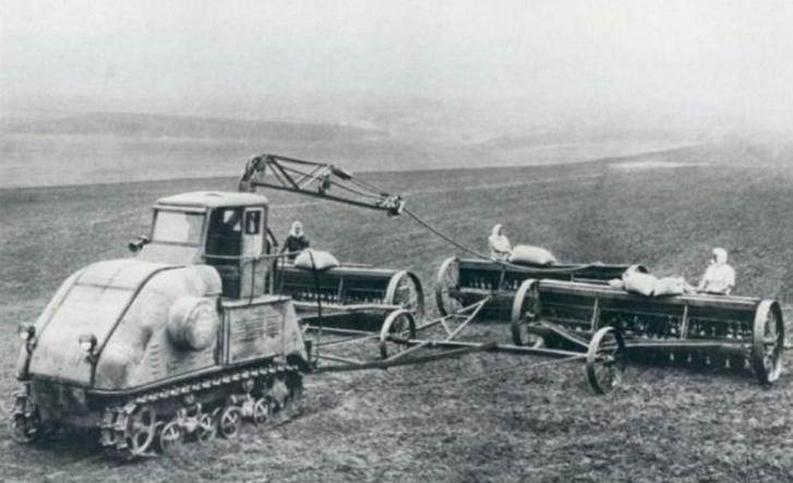 Az elektromos traktor vetés közben